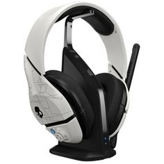 Skullcandy PLYR1 7.1 Surround Sound Wireless Gaming Headset, White (SMPYFY-072). Dolby Digital Pliix 7 1 + Gmx Dobly. Adjustable mic position flips up for instant muting. Proprietary Supreme Sound technology delivers powerful bass and precision highs. Multi-Platform. Gaming the Skullcandy way. The wireless transmitter with a built in headset stand delivers performance audio for your Xbox 360, PS3 or PC Customize mix of game, audio and voice. Eq3 Equilizer Modes.