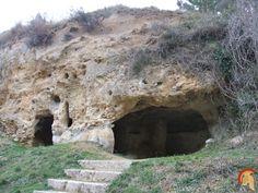 Eremitorio de Tartalés de Cilla es un conjunto de cuevas artificiales excavadas en roca arenisca, su origen es de época visigoda y altomedieval siglos VII-Xeremitorio tartales de cilla 2.jpg