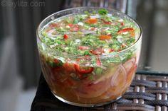 El agrio ecuatoriano es una salsa para acompañar a los platos típicos de carne de chancho o cerdo, en especial para el hornado.