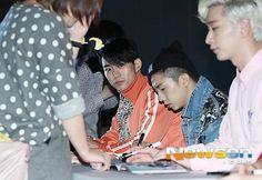140925 : 2PM Fansign at Galleria - Taecyeon