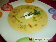 Σούπα με πράσα και πατάτες βελουτέ της Αργυρώς #sintagespareas Soup Recipes, Recipies, Cheeseburger Chowder, Thai Red Curry, Sweets, Cooking, Health, Ethnic Recipes, Desserts