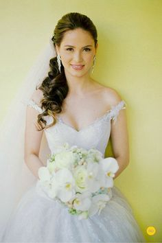 Wedding Hairstyles for Outdoor Weddings - Low Ponytail