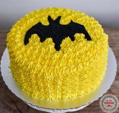 No último final de semana fizemos esse mini bolo para o aniversário de 3 anos de um pequeno fã do Batman. =) #edebabar #batman