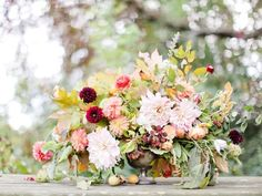 Dress It Down: Flowers -- natural and effortless combination of garden flowers, turning leaves, berries and fruit -- perfect for this theme! #Wedding in #Fall