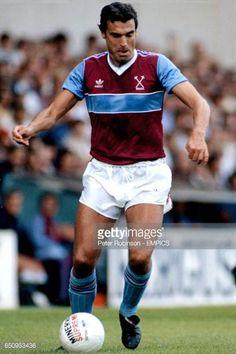 Trevor Brooking West Ham United Retro Football, Football Kits, T Shirt Yarn, T Shirt Diy, Trevor Brooking, Peter Robinson, West Ham United Fc, Matching Couple Shirts, Cut Shirts