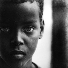 Photographer Lee Jeffries has shown that it's possible by taking very expressive portraits of people. But not just any kind of people; all of his models are homeless men, women and children that he has met in Europe and the United States. Lee Jeffries, Street Photography, Portrait Photography, Fashion Photography, Stunning Photography, We Are The World, People Of The World, Homeless Man, Beauty