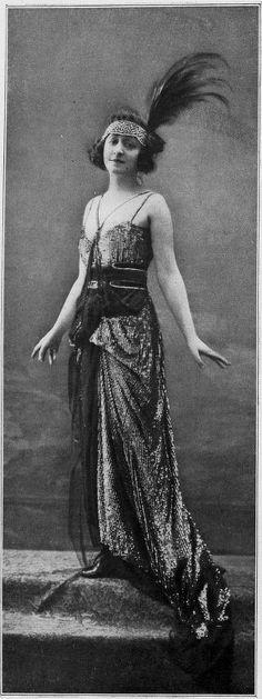 Edwardian Era Paris Fashion - 1917 - From 'Les Modes' - Mlle 20s Fashion, Fashion History, Paris Fashion, Fashion Photo, Flapper Fashion, Fashion 2018, Fashion Clothes, Edwardian Era, Edwardian Fashion