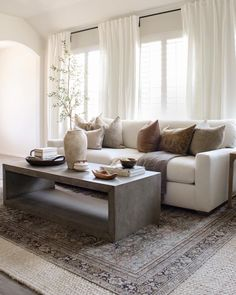 Earthy Living Room, My Living Room, Living Room Interior, Home And Living, Living Room Decor, Interior Livingroom, Home Decor Furniture, Home Decor Bedroom, Modern Family Rooms