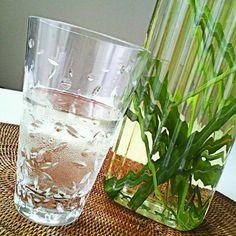 アジアンリゾートでは、ウェルカムドリンクやスパの最後にサービスしてくれるハーブティー。リゾート中がこの香りでいっぱいです。鉢植えのレモングラスで夏の間はしょっちゅう作ります。 - 69件のもぐもぐ - レモングラスティー by MakiHiro