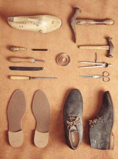 Quelques outils pour concevoir de belles chaussures. Some tools to make beautiful shoes.   #kost #paris #shoes #elegance #derbies #leather #atelier #confection #france #work #chaussure #boots #outil