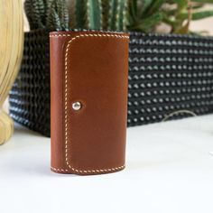 Vegetable tanned leather key case - made by hands - handcrafted in switzerland