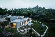 Загородная вилла среди ландшафта в Португалии