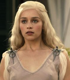 Emilia Clarke as Daenerys Targaryen in Game of Thrones (TV Series, 2010).