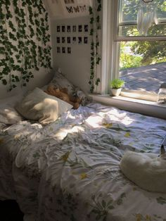 vinez floral bed sheets aesthetic bedroom plants vines on wall cute room ideas . vinez floral bed sheets aesthetic bedroom plants vines on wall cute room ideas bedroom inspo artsy bedroo Teenage Room Decor, Teen Decor, Cute Room Ideas, Cute Room Decor, Wall Decor, Diy Wall, Doorm Room Ideas, Cheap Room Decor, Wall Ideas