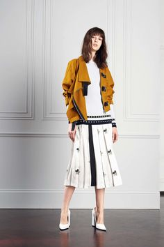 See the complete Victoria Beckham Resort 2017 collection.