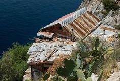 The Hesychasterion of Karoulia Image Gallery Macedonia, Greece, Mountains, House Styles, Gallery, Image, Greece Country, Roof Rack, Fruit Salads