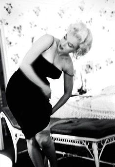 "Marilynprepares for premiere ""Cat on a Hot Tin Roof"" in her suite of The Ambassador Hotel, NY March 24,1955"