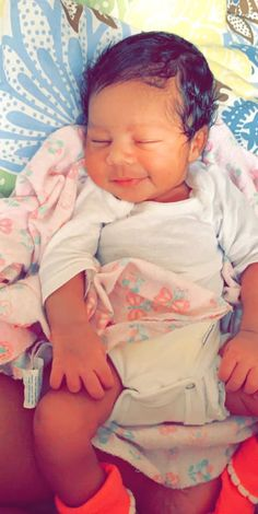 Pin by exis_official ? on cute babies Cute Mixed Babies, Cute Black Babies, Beautiful Black Babies, Cute Little Baby, Pretty Baby, Cute Baby Girl, Cute Babies, Beautiful Children, Baby Kids