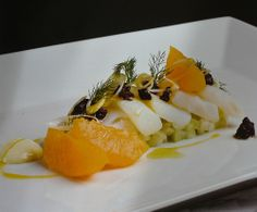 Nose cod salad with fennel orange and spring onion.INGREDIENTS FOR FOUR PEOPLE.  750 g of salt cod nose / 1 Fennel Root / spring onion / 1 orange / 3 tablespoons olive paste / 2 tablespoons balsamic vinegar / 5 tablespoons extra virgin olive oil / Almond paste / Outbreaks dill and salt. cooking : 20 minutes