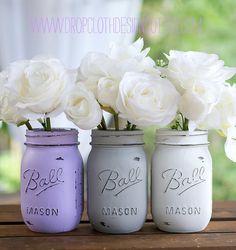 Pinte os vidros, use flores artificiais, caixinhas de feira... Olhem que graça estes arranjos para você fazer o seu Tinta aguada...