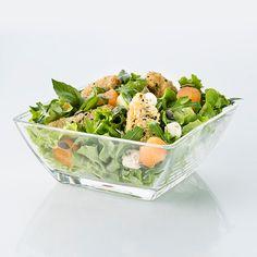 L'accueillante : salade, aiguillettes de poulet panées aux graines melon, concombre, billes de fromage
