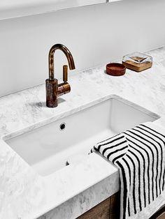 Super Home Bathroom Diy Light Fixtures Ideas Rustic Bathroom Decor, Bathroom Interior, Bathroom Inspiration, Design Inspiration, Diy Light Fixtures, Plumbing Fixtures, Bathroom Renos, Bathroom Remodeling, Bathrooms