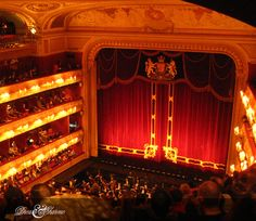 Il magico Teatro alla Scala: Stile inconfondibile  #dreamcharme #italianlifestyle #italianclass #LaScalaTheatre #milano