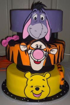 Winnie The Pooh & Friends Cake Winnie The Pooh Themes, Winnie The Pooh Cake, Winnie The Pooh Birthday, Winnie The Pooh Friends, Disney Cakes, Disney Food, Friends Cake, Funny Cake, Character Cakes