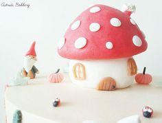 i love season inspired cakes🍁🍄🌲🐞🍂#astridsbakkerij #vlaardingen #schiedam #rotterdam #handgemaakt #handmade #cake #cakes #taart #foodphotography #instacake #cakestagram #foodvsco #gnome #mushroom #pumpkin #ladybug #lieveheersbeestje #autumn #herfst #fall #nature #natuur #animals #dieren #kids #instakids #life #colours #colourful
