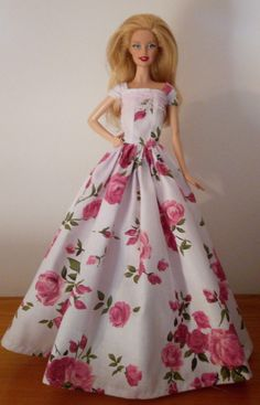 Ball Gowns, Formal Dresses, Fashion, Hip Bones, Ballroom Gowns, Dresses For Formal, Moda, Ball Gown Dresses, Formal Gowns