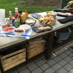 Att gjuta en grillbänk - Knaadas inredningsblogg Bbq Steak, Outdoor Kitchens, Image Title, Outdoor Sectional, Kitchen Cart, Steaks, Grilling, Cool Stuff, Garden