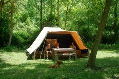 Sopra e sotto, Le Marche, appartementen, kamperen, verhuurtenten. Op camping weinig schaduw... Camping en appartementen gescheiden. Smal stijl grindpaadje om er te komen...