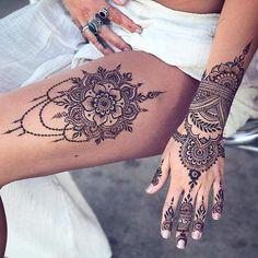 tatouage henné mandala sur la cuisse et motifs sur la main