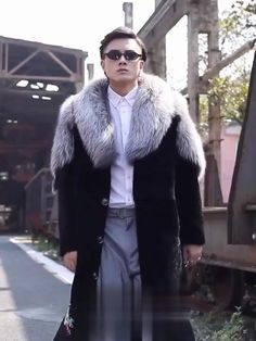 Mens Shearling Jacket, Mens Fur, Men's Leather Jacket, Shearling Coat, Leather Men, Fur Coat, Fur Goods, Gentleman Style, Fur Collars