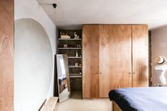 Occupying the top two floors of a Victorian terraced house in Tufnell Park, this magical maisonette has been reimagined by the architect Simon Astridge. The project is named Clay House due to the many layers of natural clay plaster that have been applied to the walls and ceilings, a Japanese technique called Arakabe. The result […]