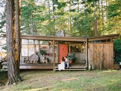 A Modern Bohemian Washington Wedding Bohemian House, Modern Bohemian, Tiny House Cabin, Tiny House Design, Butterfly Roof, Haus Am See, Cabin In The Woods, Lake Cabins, Architecture