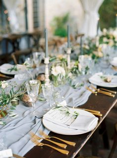 alfresco tablescape with greenery and gold accents | Photography: Katie Grant