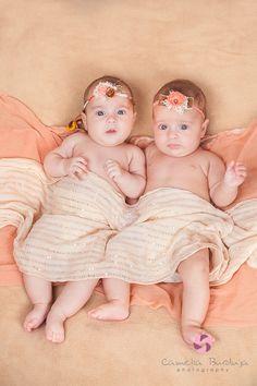 fotografie gemeni, sedinta foto de familie, fotograf profesionist cluj, poze copii, imagini bebelusi