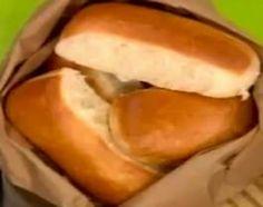 Pan Pebetes - Cocineros Argentinos Pan Dulce, Latin Food, Hot Dog Buns, Good Food, Favorite Recipes, Baking, Ethnic Recipes, Desserts, Baguette