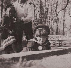 Grand Duchess Anastasia Nikolaevna and Tsarevich Alexei Nikolaevich.