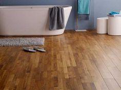 Une salle de bain déco zen avec ce parquet teck veni spécial pièce humide. Biseautés sur les 4 côtés il parait plus authentique et donne du caractère à la pièce
