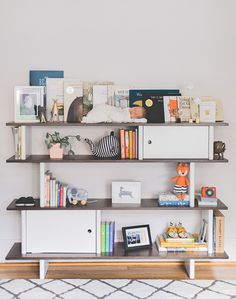 bookcase in the nursery | n.barrett photography | 100 Layer Cakelet