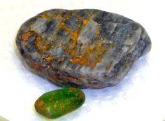 Βρήκε μια περίεργη πέτρα την έβαλε στην τσέπη του και...εξερράγη - Αστεία-Παράξενα