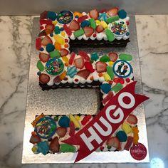 tarta numero bizcocho de chocolate colorines Fondant, Gingerbread, Desserts, Food, Chocolate Sponge Cake, Pies, Tailgate Desserts, Deserts, Ginger Beard