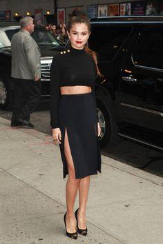Le total look noir de Selena Gomez à son arrivée au Late Show de David Letterman