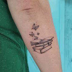 Tatuagem criada por Jacke Michaelsen (jackemichaelsen) de Curitiba. Para os amantes de livros.