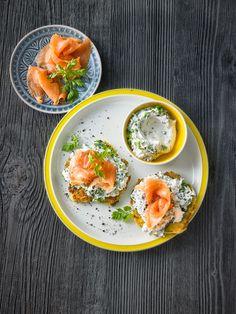 Gebackene Zucchinipuffer mit Lachs
