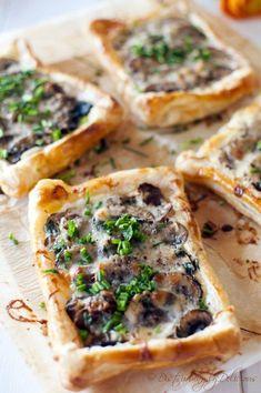 40 vegetarian mushroom recipes – Easy Cheesy Vegetarian - 15 Best Vegetarian Mushrooms Recipes – love the earthiness of mushrooms! Think Food, Love Food, Vegetarian Mushroom Recipes, Mushroom Tart, Appetisers, Finger Food, Appetizer Recipes, Stuffed Mushrooms, Food Porn