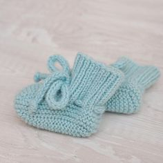 Wool Socks, Knitting Socks, Baby Knitting, Knitted Baby Boots, Knit Baby Booties, Little Baby Girl, Little Babies, Baby Baby, Newborn Shoes
