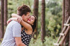 Ensaio Casal. Sessão Externa.  Love. Ensaio Externo. Amor. Abraços e Beijos. Muito Amor. Fotografia. Fotos. Jaraguá  do Sul